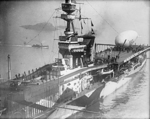航空母舰的舰岛为何大多坐落于右舷?