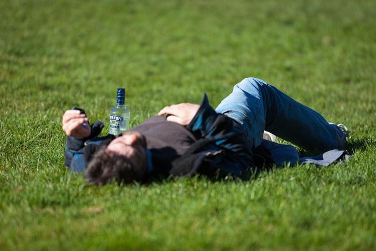 酒精对股骨头的影响,长期喝酒何引起股骨头坏死?