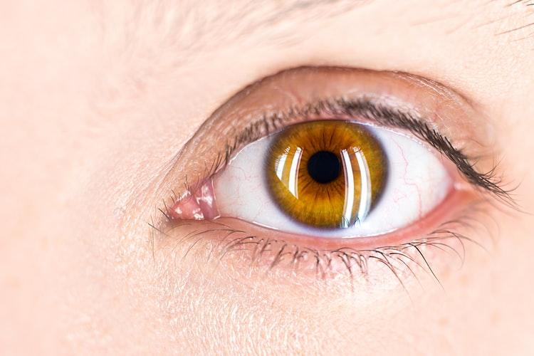 睡觉半睁眼对身体有什么危害?睡觉半睁眼能治好吗?